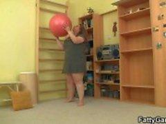 У нее трахает ее в фитнес-инструктор
