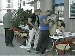 Offentligt sex med utomhus caféet
