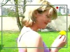 Stretti Czech bambina asino ha sbattuto un rubinetto mostri