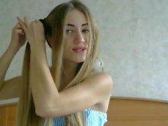 Fantastica acconciatura bionda e acconciatura, capelli lunghi, capelli