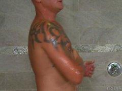 Kamu Duşta Azgın 4 Kıllı Guys, Dövmeler ve Big Dicks!
