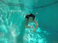 Adriana Chechik Verbreitung ass unter Wasser