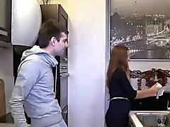 Fattiga hingst låter hot kompis att penetrera hans älskarinna av dollar