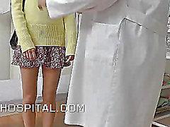 Verschmierten Frauen Arzt mit einem hidden cam