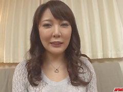 Hinata Komine obtient des jouets rigides - Plus à japanesemamas