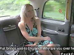 Rubias pita rimjob en el taxi de falso