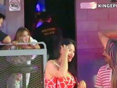 Meninas tailandesas - Strippers contra Bargirls?