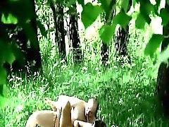 Ormandaki illegal olarak kahrolası Exposed