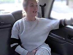Tetona anal rubia Brit atornillado en la cabina