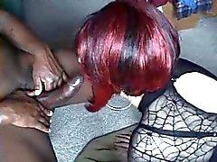 Sexy CD- Syvän kurkkunsa musta kukko cum