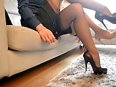 2 haraç bakarak sıcak seksi sekreter ( FF naylon çorap )