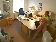 Traindo Amante Esposa Fodendo no escritório no Câmera Escondida
