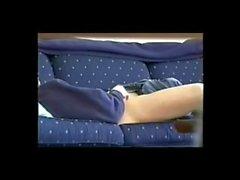 masturboimassa sohvalle katsomassa täyspitkä