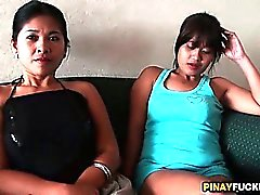 Deux Philippine Bargirls Sucking One White de Dick