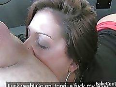 Svarta strumpor slampa anus knullade inom taxi