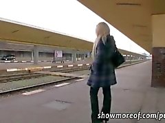 Фотографий грудастая блондинки красотка принимает деньги а creampied в поезде туалет