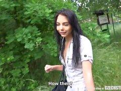Della bella ragazza teenager ceche della ingannò suo BF a Denaro