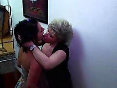 Vanhat että nuoret lesbot nuolemalla loppu toinen toistaan