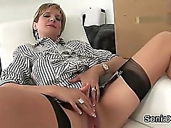 Unfaithful uk mujer madura sonia flashes sus grandes piqueros