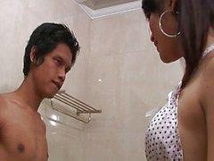 Massage et savonneuse transsexuelle Thai
