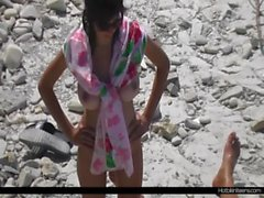 Desnudo Milf de bronceado desnuda en la playa de