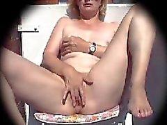 Volwassen masturbeert op balkon