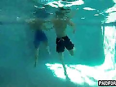 Hetero hunk aficionados chupar un gallo subacuático