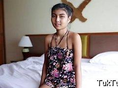 Çekici playgirl baş verir ve bir OrTüm-hizmet vermektedir