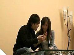 Hoikka Japanin tyttö on kiimainen poika hyväillen marvelo