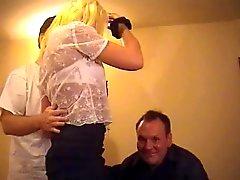 Brittiska slampa Danielle knullas i en FMM trekant