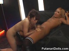Hot Futanari Fucks une fille de Club!
