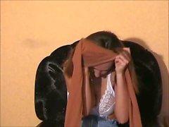 Anna Shtager streichelt ihre Muschi mit den Fingern