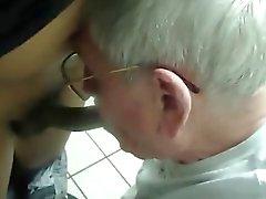 Del abuelo plata de aspiran pene negro