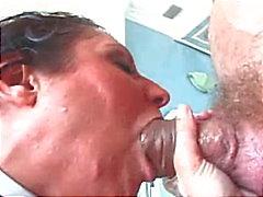 Nussitaan Big Cock hänen suuhun