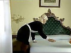 Italienische Zimmermädchen eins macht vier Schwänze mit ihrem Loch ( Camaster )