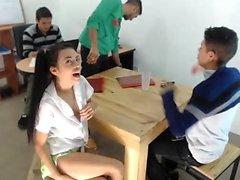Chica caliente asiática caliente y caliente toying coño en webcam