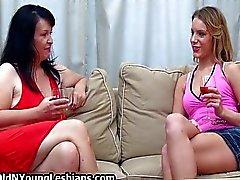 Twee ervaren geile rijpe vrouwen