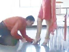 Paki di Begum Mistress in rossa Shalwar Kamiz pedale Adorato dai Schiavo Muslim