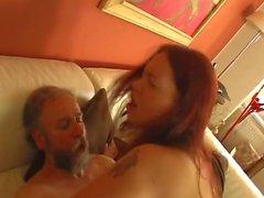Старик трахает подростковой уборщицы