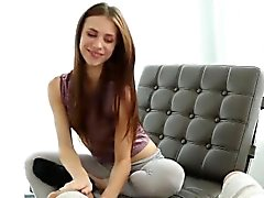 Сексуальное Аня Олсена трахает большой член и получает приятный сперма в жопе