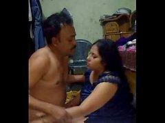 Bangladesh tía tetona Selena folla a su conductor cuando su marido está en la oficina 1