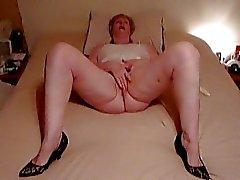 Полненькие Бабуля играет с Pussy