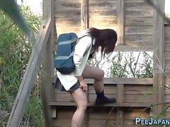 Asiatisk student görs till kissa