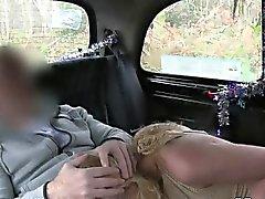 Белый любительский Anal трахались во машине по лесах