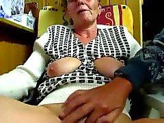 Il nonno masturbarsi moglie con le dita