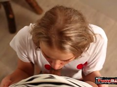 Сбритый подросток с хардкором спермой во рту