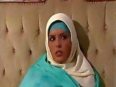 Araba ragazza musulmana con grandi tette - J.B