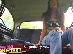 Kadın Sahte Taksi Amatör aktris yalıyor ve parmaklar busty sarışınlar ıslak kedi
