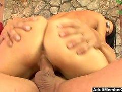 Slutty Babe verlangt nach mehr Schwanz