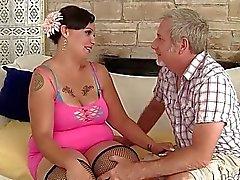 Kraftigare milf i Savannah Star att rida en feta dick